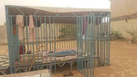 """Face aux viols en Mauritanie, le monde rural invente ses """"cages à filles""""."""